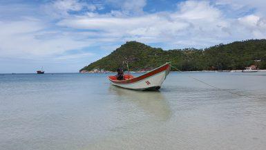 Bote de popa larga en Tailandia